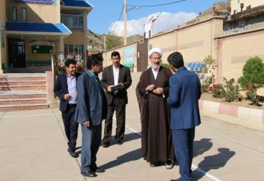 بازدید مدیرکل لرستان از دبیرستان پسرانه صدرای شهرستان خرم آباد